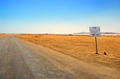 Voie par le désert image stock