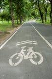 Voie pour bicyclettes en stationnement Image libre de droits