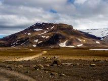 Voie tous terrains abandonnée dans une vallée de glacier en Islande Photos libres de droits