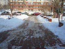 Voie urbaine dans la neige Photographie stock libre de droits