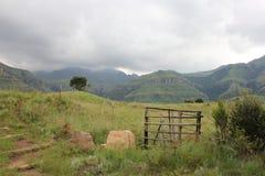 Voie vers le haut de la montagne Photographie stock libre de droits