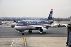 Voies aériennes des USA Boeing 737 à l'aéroport Images libres de droits