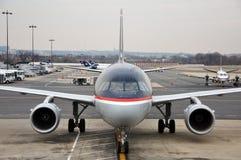 Voies aériennes des USA Boeing 737 à l'aéroport Images stock