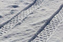 Voies d'ATV dans la neige Photos stock