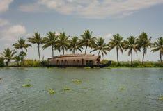 Voies d'eau et bateaux du Kerala Image libre de droits