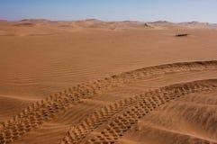 Voies de buggy des sables dans le désert de Kalahari Photo libre de droits