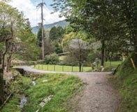 Voies de marche dans les collines du village d'Ohara Images libres de droits