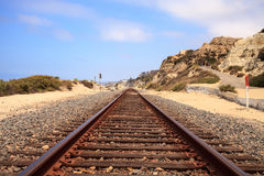 Voies de train courues par San Clemente State Beach Image libre de droits