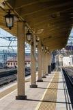 Voies de train près de la station Photos stock