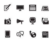 Voies de transmission de silhouette et icônes sociales de media Photographie stock