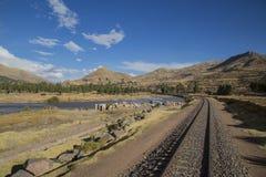Voies ferroviaires par la vallée Image stock