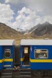 Voies ferroviaires par la vallée Photo stock