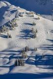 Voies fraîches de ski dans les montagnes de Teton Photographie stock libre de droits