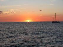 Voile laissée tomber préparée pour le coucher du soleil Image libre de droits
