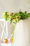 Voile nuptiale et belle guirlande d'orchidée Photographie stock