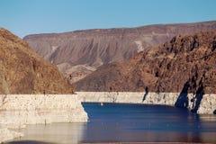 Voiles de bateau sur le Lake Mead au barrage de Hoover Images stock