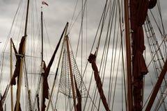 Voiles de calage de yacht et courriers de mât Image stock