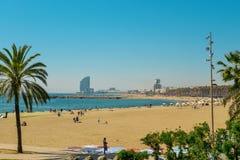 Voiles de plage et d'hôtel de Barceloneta image libre de droits