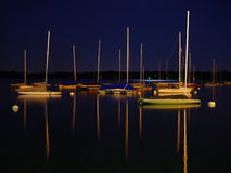 Voiles la nuit Photos stock