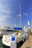 Voilier élégant de voilier dans le pilier wuyuanwan de yacht Photographie stock