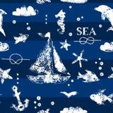 Voilier blanc grunge d'impression de timbre, ancre, poissons, mouette sur le modèle sans couture de fond de bleu marine, vecteur Photo libre de droits