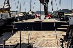 Voilier dans le port de Saint Tropez photos libres de droits