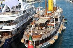 Voilier de luxe de vintage dans Monte-Carlo Harbour du Monaco photographie stock libre de droits