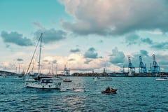 voiliers attendant à l'ancrage l'ARC 2018 de régate de course de croisement de l'Océan Atlantique photos stock