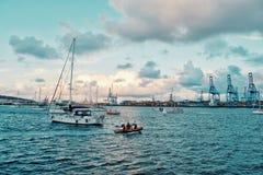 voiliers attendant à l'ancrage l'ARC 2018 de régate de course de croisement de l'Océan Atlantique photo libre de droits