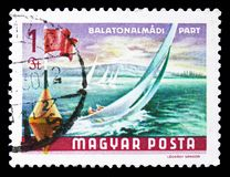 Voiliers chez Balatonalmadi, serie du Lac Balaton, vers 1968 images stock