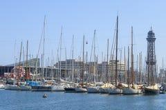 Voiliers dans le port de Barcelone Photo stock