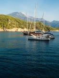 Voiliers et îles photos stock