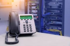 VOIP电话IP电话在数据中心室 库存图片