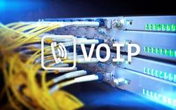 VOIP, Stimme über Internet Protocol, Technologie, die Sprechfunkanlage über das Internet zulässt Serverraumhintergrund Lizenzfreie Stockbilder