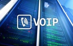 VOIP, voz sobre el protocolo IP, tecnología que permite la comunicación verbal vía Internet Fondo del sitio del servidor Foto de archivo libre de regalías
