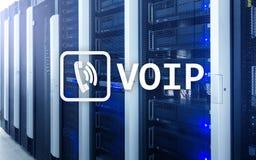 VOIP, voz sobre el protocolo IP, tecnología que permite la comunicación verbal vía Internet Fondo del sitio del servidor Fotos de archivo libres de regalías