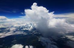 Voir le nuage dans le ciel Image libre de droits
