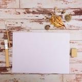 Voir les mes autres travaux dans le portfolio Outils de concepteur sur la vue supérieure de fond en bois de table de travail Image libre de droits