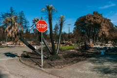Voisinage détruit par l'incendie Images libres de droits