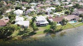 Voisinage résidentiel de la Floride banque de vidéos