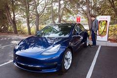 Voiture électrique du model 3 de Tesla nouvelle Photographie stock libre de droits