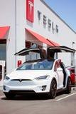Voiture électrique du model X de Tesla Photographie stock