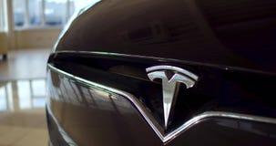 Voiture électrique, model X de Tesla banque de vidéos
