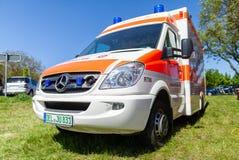 Voiture allemande d'ambulance de matrice Johanniter images libres de droits