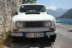 Voiture antique Renault photographie stock libre de droits