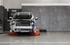 Voiture au centre de service des réparations d'automobile Photo stock