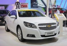 Voiture blanche de Chevrolet Malibu Photographie stock libre de droits