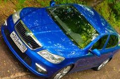 voiture bleue de rs d'octavia de skoda buble Images libres de droits