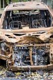 Voiture brûlée photos libres de droits