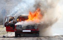 Voiture brûlante Photographie stock libre de droits